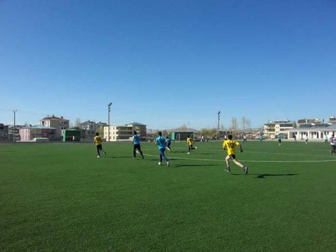 Yüksekovalı gençler Van'da Dostluk Futbol Turnuvası'na katıldı