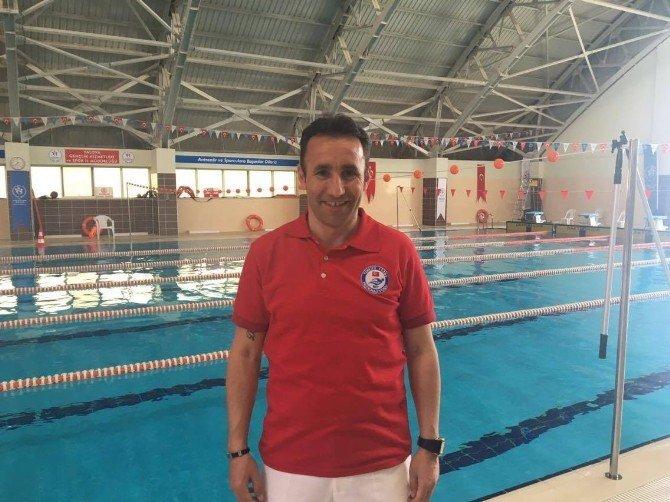 Yalova'da Yüzme Yarışları