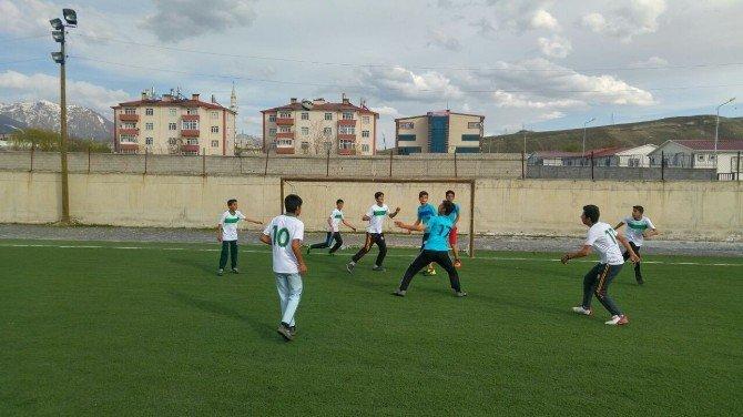 Yüksekovalı Gençlere Futbol Turnuvaları Düzenlendi