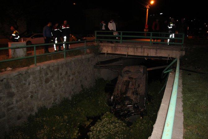 256 promil alkollü sürücünün kullandığı otomobil dere yatağına uçtu