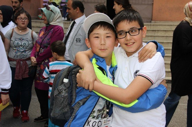Dünya Çocukları Göz Yaşı İçinde Arkadaşlarından Ayrıldı