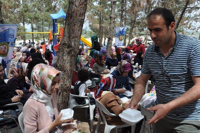 Bursiyerlere Kutlu Doğum Pilavı Dağıtıldı