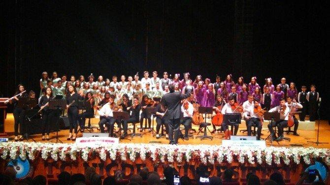 Bilsem'in Çocuk Korosu Konser Verdi