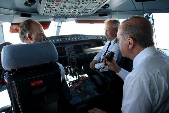 Cumhurbaşkanı Erdoğan, pilotlar gününü kokpitten İngilizce olarak kutladı