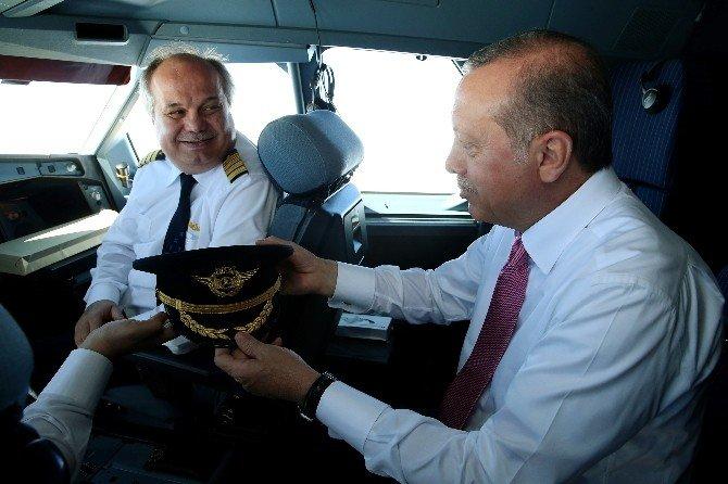 Cumhurbaşkanı, Erdoğan Kokpitte Dünya Pilotlar Gününü Kutladı