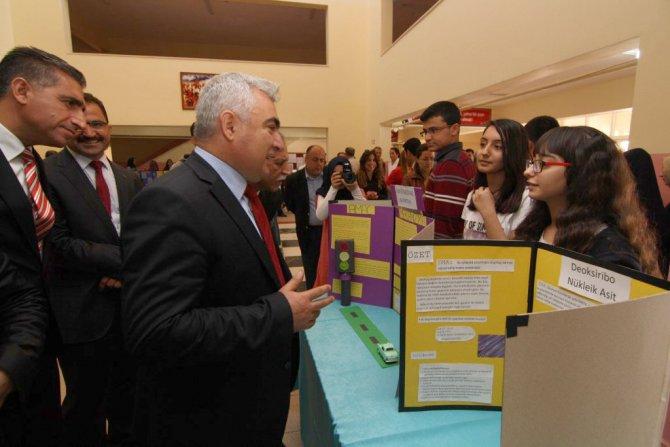İl Milli Eğitim Müdürü TÜBİTAK Bilim Fuarı'na ve okul kermesine katıldı