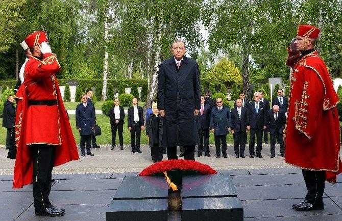 Erdoğan, Hırvatistan'da Acı Duvarı Anıtı'na Çelenk Bıraktı
