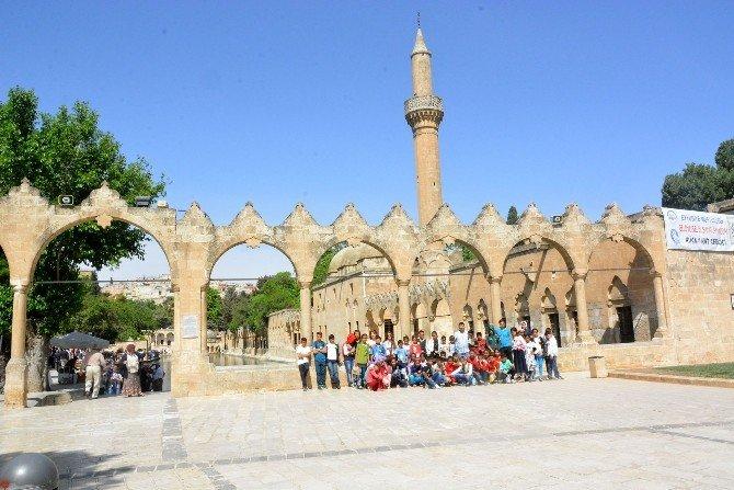 İzmir Trabzonlular Derneği Ceylanpınarlı Minikleri Sevindirdi