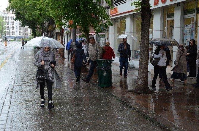 Eskişehirliler Yağmura Hazırlıksız Yakalandı