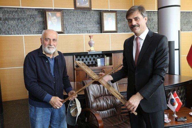 Şaban Usta'dan Başkan Alemdar'a Anlamlı Hediye