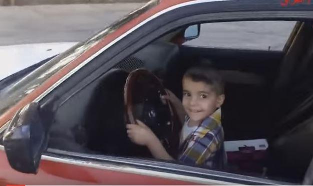 Irak'ta 3 yaşındaki çocuğa arabayla drift yaptırdılar