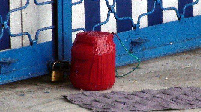 Gülsuyu'nda Bomba Süsü Verilmiş Paket