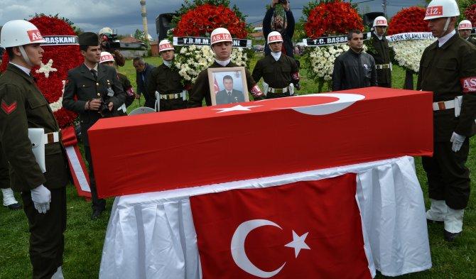 Mardin Şehidi Yılmaz'ın cenaze namazı yağmur altında kılındı