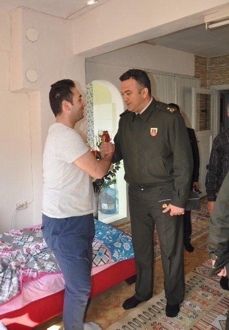 Kahraman Teğmen'e Ziyaret
