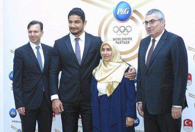 Milli güreşçi Taha Akgül, 2016 Rio Olimpiyatları'na annesiyle gidecek