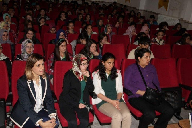 Anadolu Lisesi'nde Toplumsal Cinsiyet Eşitsizliği Semineri