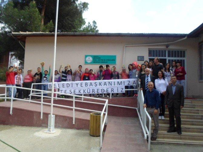 Başkan Özdemir'den Öğrencilere Tablet Bilgisayar