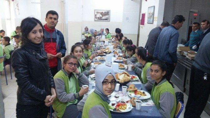 TEOG Öncesi Öğrenciler Moral Kahvaltısında Buluştu