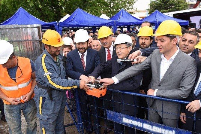 Sındırgı Kent Meydanı Ve Kapalı Otopark Projesinin Temeli Atıldı