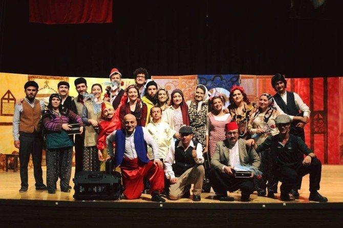 Kütahyalı Çocuklar Tiyatro Oyunuyla Keyifli Anlar Yaşadı