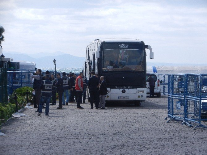 AB Anlaşmasına Göre 13 Afganlı Göçmen Daha Türkiye'ye Geldi