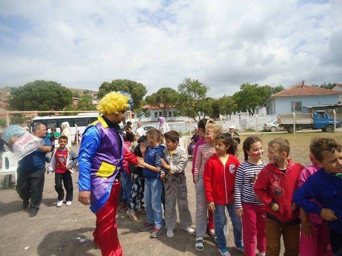 Ayvalık'ta CHP Parti Okulundan Çocuk Oyunları Ve Uçurtma Şenliği