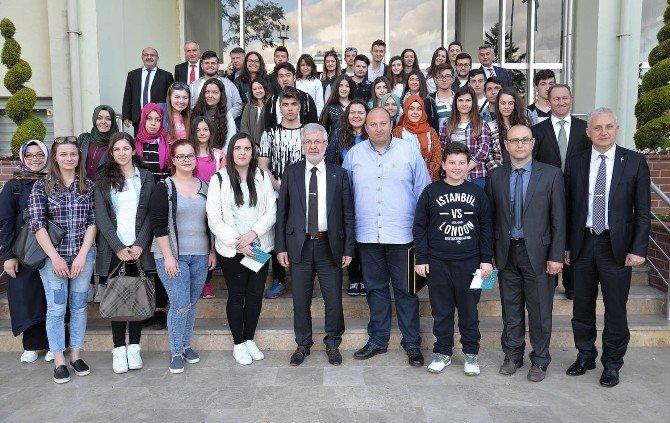 UÜ Yönetimi Gümülcineli Lise Öğrencilerini Ağırladı