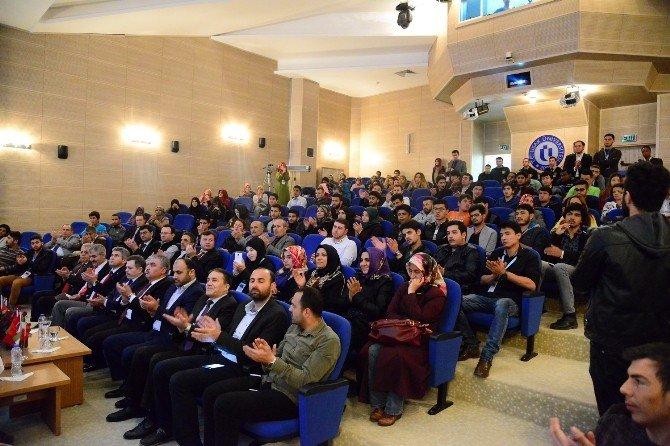 """Uşak'ta """"Medeniyetimizin Dirilişinde Misafir Öğrencinin Rolü"""" Konferansı"""