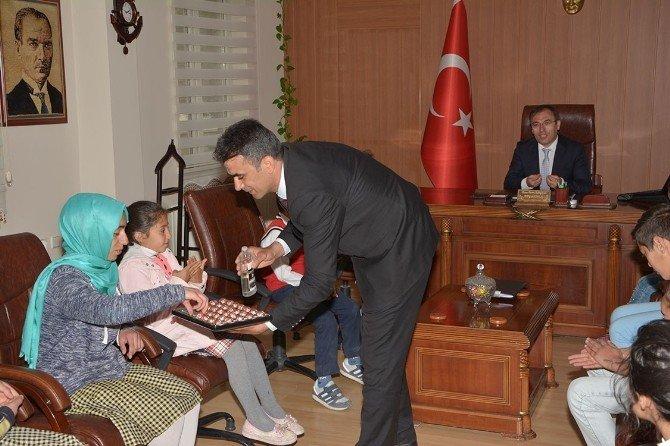 Yetim Ve Öksüz Öğrencilerden Kaymakam Akgül'e Teşekkür Ziyareti