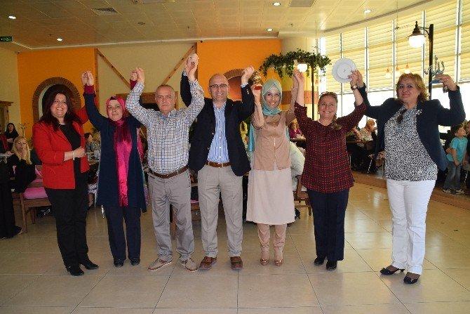 AK Parti İlçe Kadın Kolları Başkanları Aliağa'da Buluştu