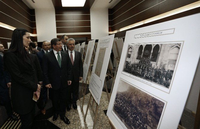 """Başbakan Davutoğlu """"Kut'ül Amare 100. Yıl Fotoğraf Sergisini"""" Gezdi"""
