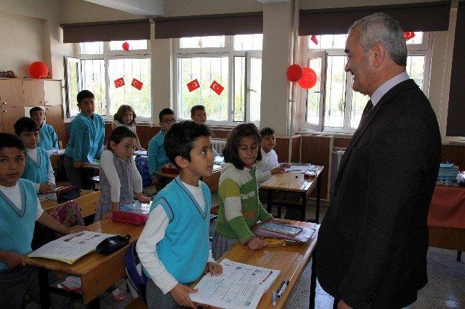 Başkan Karataş'tan Öğrencilere Eğitim Seti