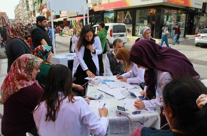 850 Kişinin Tansiyonu Sokakta Ölçüldü