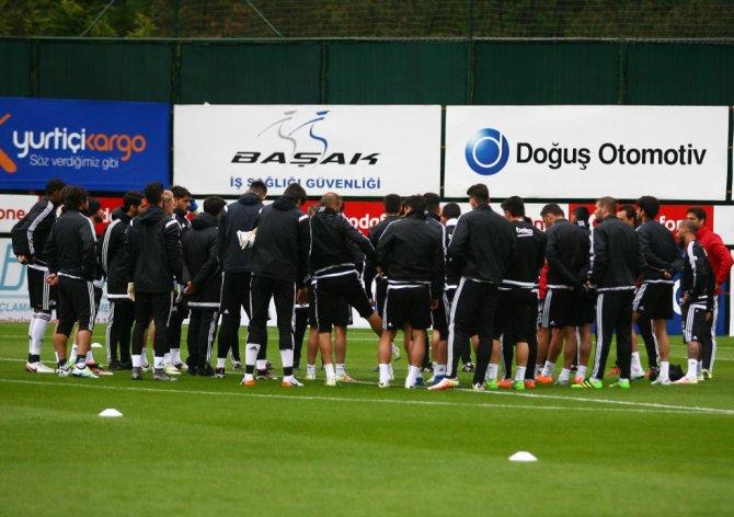 Beşiktaş'ta bir ara gerginleşen antrenman çiftetelli ile sona erdi