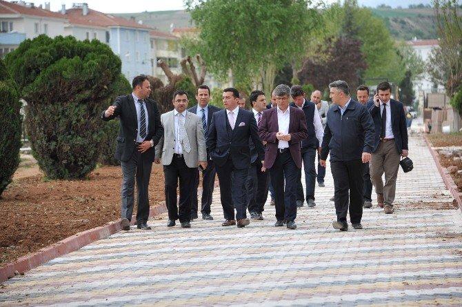 Başkan Bakıcı Osman Gazi Parkı'nda İncelemelerde Bulundu
