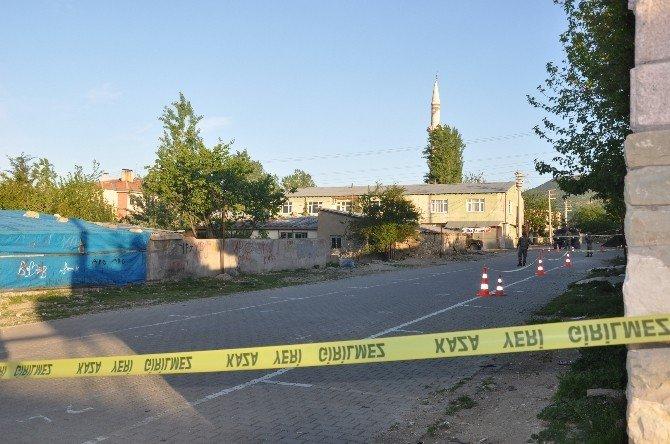 İhbar Harekete Geçirdi, Caminin Karşısında 200 Kiloluk Bomba Bulundu