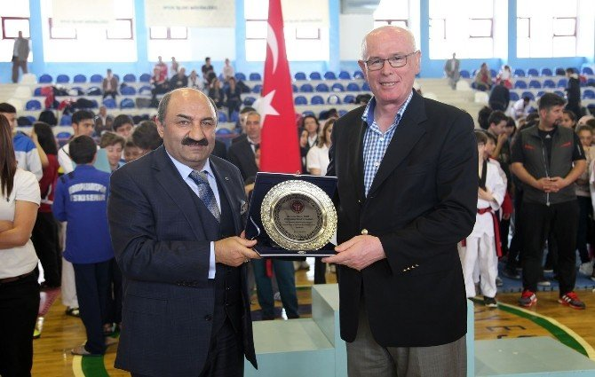 Başarılı Taekwondoculara Madalya