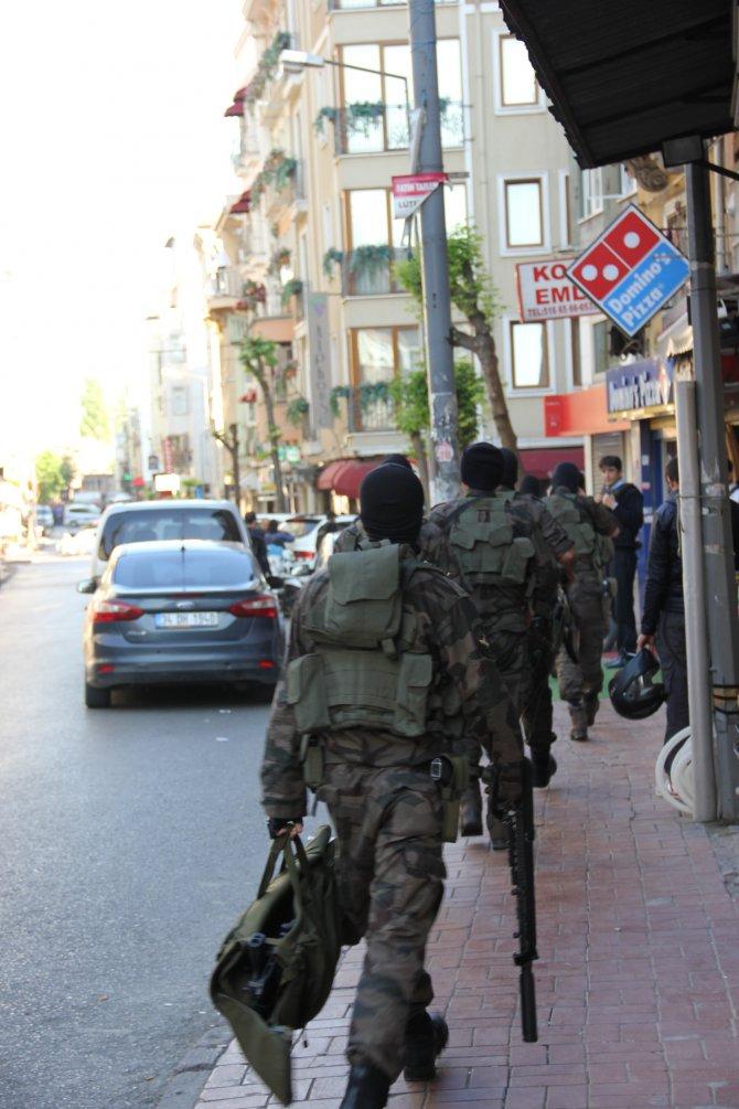 Kumkapı'daki silahlı eylem devam ediyor