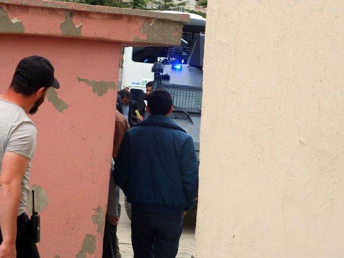 Hakkari Belediyesi Eş Başkan Vekili Coşkun Gözaltına Alındı