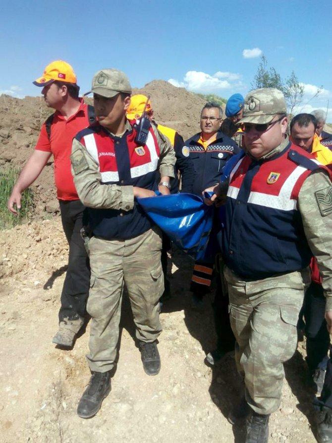 Kaybolan çocuğun cesedi 27 saat sonra bulundu
