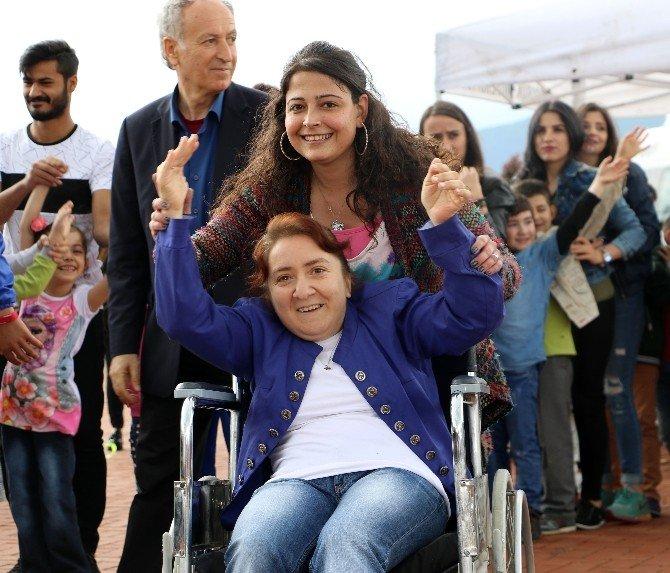 """KBÜ'de """"Özel Öğrencilere"""" Uçurtma Şenliği"""