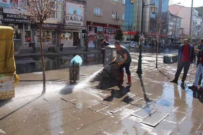 Kars'ta Gece Gündüz Temizlik Çalışması