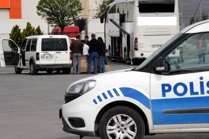Yolcu Otobüsündeki Koliler Polisi Alarma Geçirdi