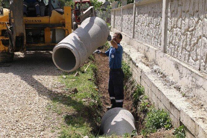 Küçücek Mahallesinde Alt Yapı Hizmetleri Devam Ediyor