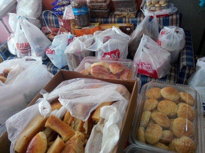 Gediz'den Terörle Mücadelede Görev Yapan Güvenlik Güçlerine Yöresel Yemek Ve Gıda Desteği