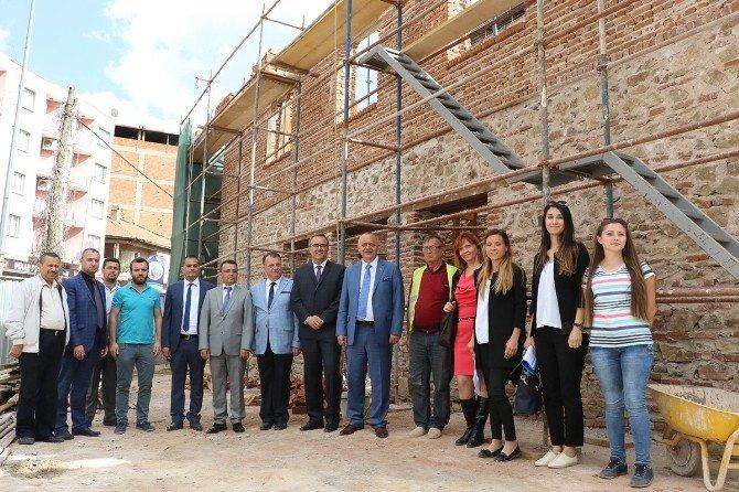 Alaşehir'in Tarihi Yapılarına Büyükşehir Eli