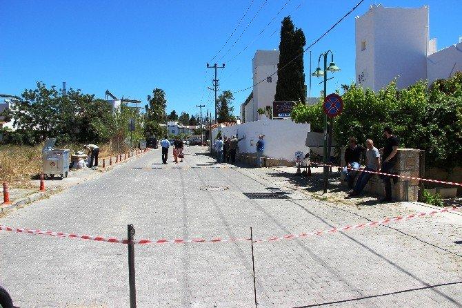 Arazisinden Geçen Caddeyi Zincirle Kapadı