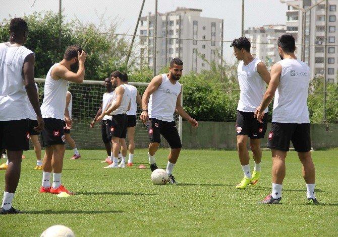 Şampiyon Adanaspor, Top Başı Yaptı