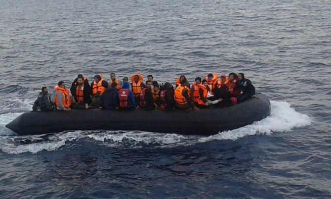 Ege'de göçmenleri Romen polisi kurtardı
