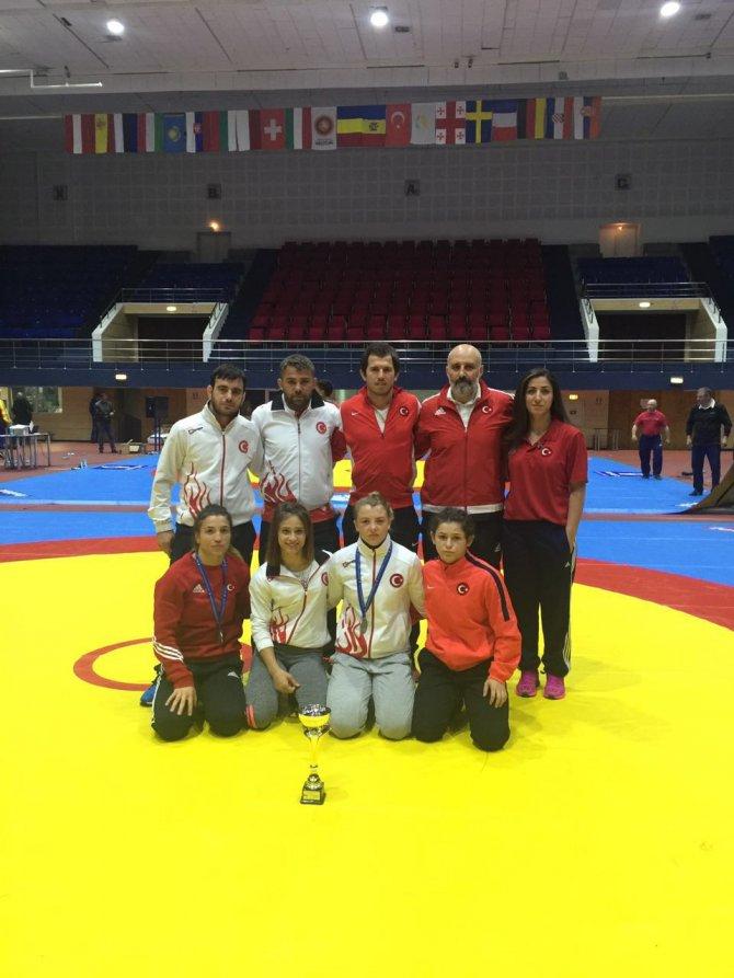 Türkiye, gençler güreşte, Avrupa'nın en iyi takımı oldu